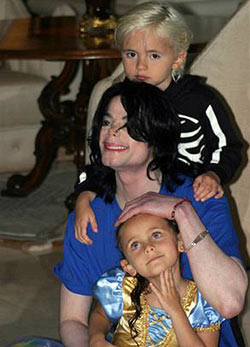 Beautiful Michael Jackson and Children Slideshow Pictures by MSNBC